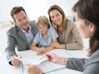 После продажи квартиры, которой владеет несовершеннолетний, декларацию в налоговую подают родители