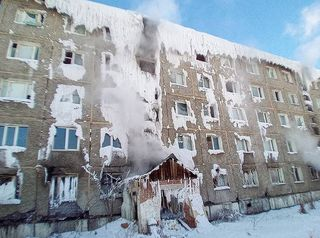 В Иркутске из «дома-айсберга» переселяют семьи