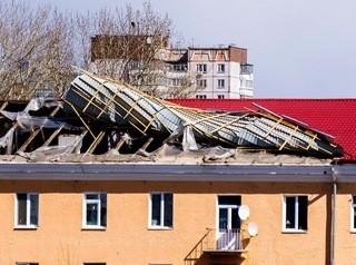 В Иркутской области шквалистый ветер сорвал крыши нескольких домов