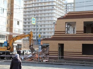 Самострой возле «Киномакса» сносят по решению суда