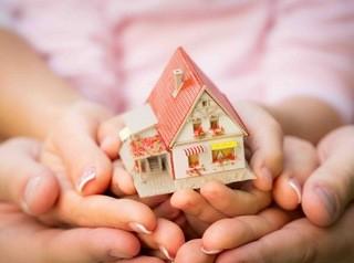 Банки предлагают контролировать, получают ли дети доли в квартире, купленной на материнский капитал