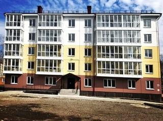 Новостройку возле парка достраивают в центре Новокузнецка
