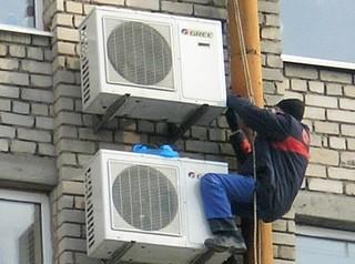 Собственникам дали время до мая, чтобы убрать кондиционеры с фасадов в центре