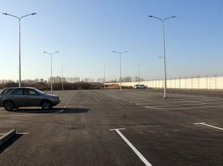 Большая бесплатная парковка открылась возле Омского аэропорта