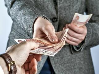 Верховный суд постановил вернуть заемщику деньги за навязанную банком страховку
