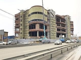 Возобновилось строительство здания на перекрестке Шахтеров и Спандаряна