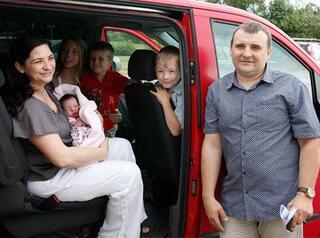Многодетные семьи собираются освободить от оплаты платной парковки