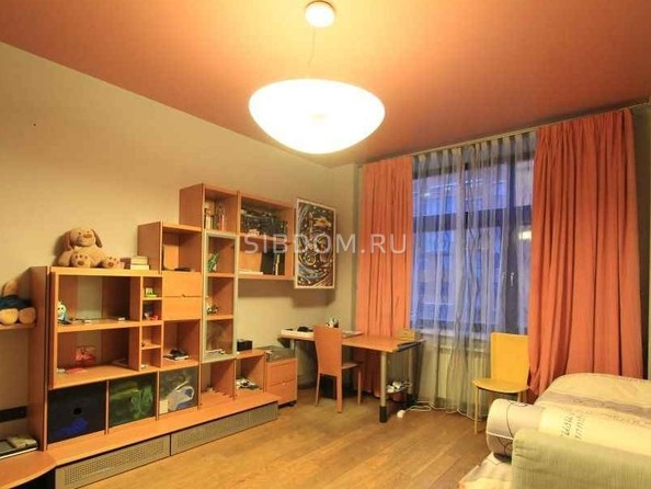 Продам 4-комнатную, 120 м2, Державина ул, 61. Фото 4.